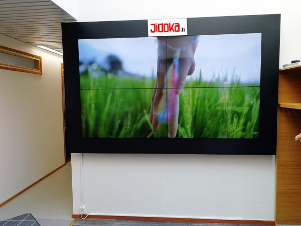 Valvomoseinä LCD -paneeleista